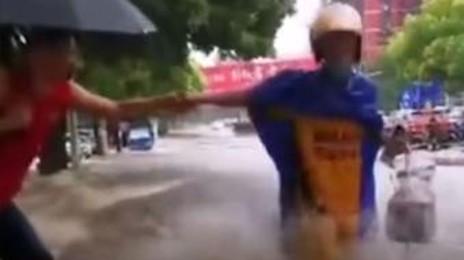 최악 폭우도 못막는 中'배달' 현실