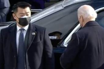 미국 바이든 대통령 뒤 저 한국 남자는 누구냐?