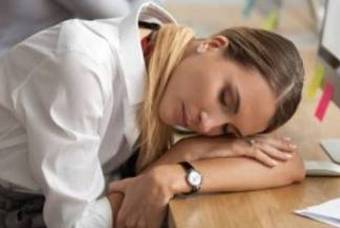 직장에서의 올바른 '낮잠' 자세는?