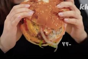 햄버거 안 흘리고 먹는 간단한 방법