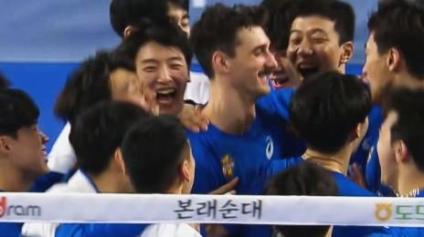 '5연승 달성!' 듀스 접전 끝에 경기를 승리하는 한국전력