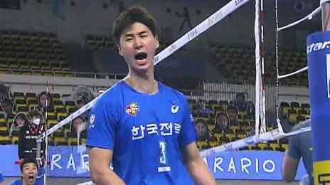 '통산 1호' 후위 공격 1,800득점 대기록을 달성하는 박철우