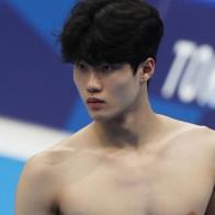 """[수영] 스승이 본 황선우 """"늘 예상 뛰어 넘는 천재…한계를 모르겠다"""""""