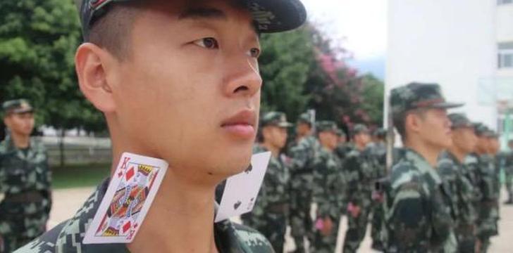 카드 떨어지면 죽는다…중국 군대 황당 신병 훈련법