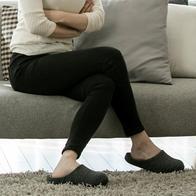 다리 꼬는 습관, 생리통 악화시키는 원인
