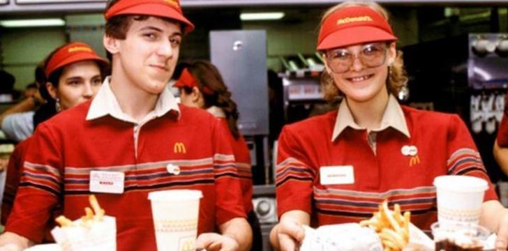 맥도날드 점원들이 웃음을 줄여야만 했던 이유