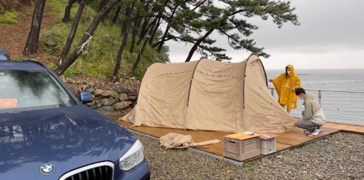 캠린이 부부가 비바람 불어와도 캠핑 멈추지 않는 이유